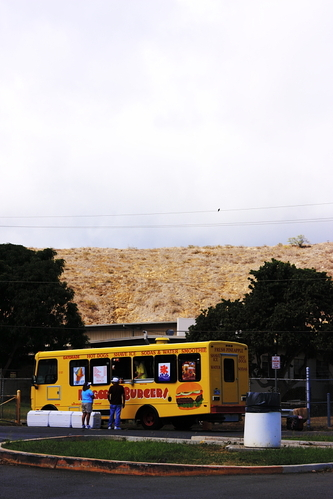 Burger_truck_at_diamond_head
