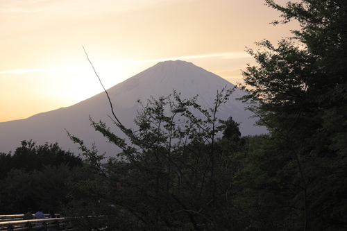 Evening_mt_fuji_at_gotemba_outlet